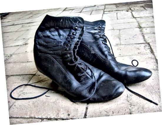 सामने फीता जूते