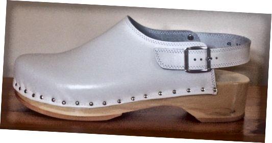 क्लॉग - एक पुरानी जूता शैली जिसे 1960 के दशक में पुनर्जीवित किया गया था