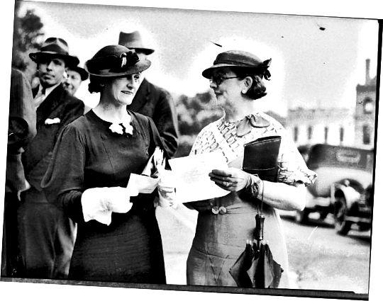 Τα καπέλα της δεκαετίας του '40 και του '50 ήταν εμπνευσμένα από στρατιωτικά σχέδια και συχνά πέπλα.