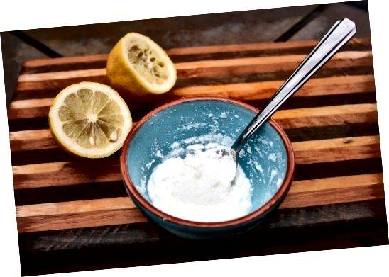 Citrónová šťava a aspirínová pasta.