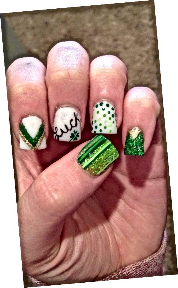 zelené a zlaté nechty