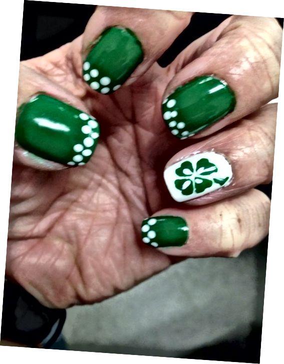 zelené zdobené nechty