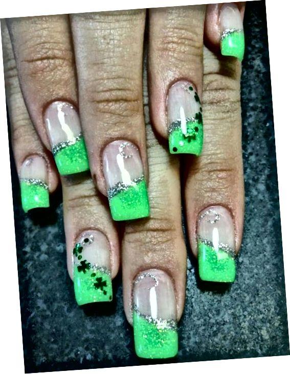 strieborné a zelené nechty