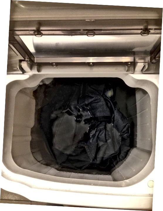 Spălați rece după clătire în apă rece în chiuvetă.