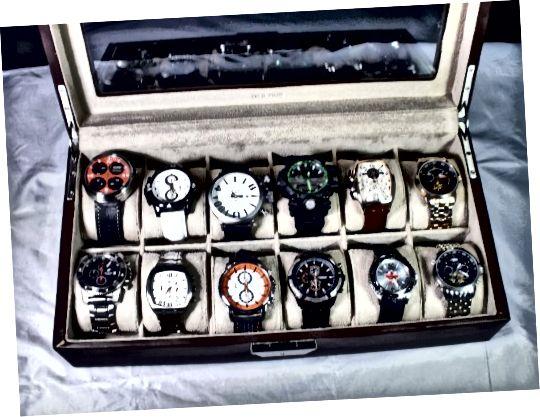 Όλα αυτά τα μεγάλα ρολόγια ταιριάζουν όμορφα στη θήκη οθόνης χωρίς να εισβάλουν σε παρακείμενα πλέγματα.