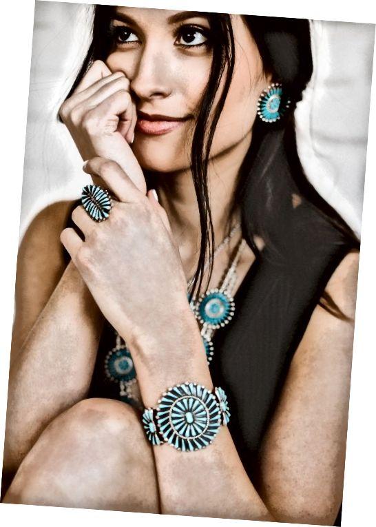 Όμορφα σχεδιασμένα τυρκουάζ κοσμήματα Zuni σε βελόνες, μικροσκοπικά σημεία και σχέδια επένδυσης.