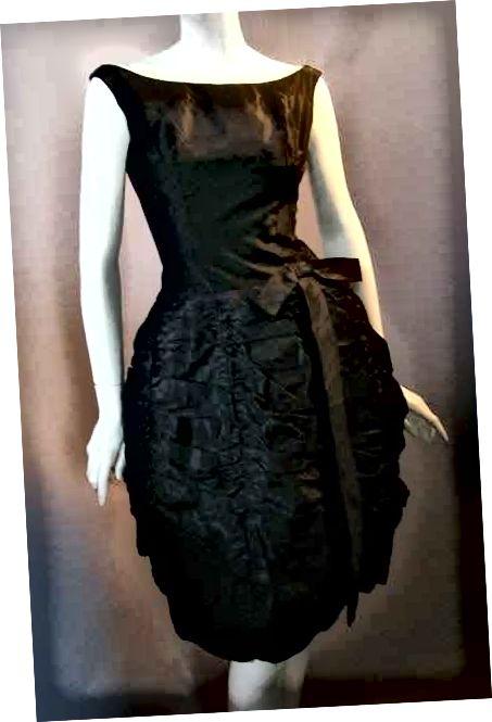 Ένα κλασικό, vintage φόρεμα.