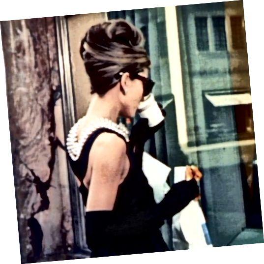 Το φόρεμα της Holly Golightly πουλήθηκε από την Christie's για 923.187 $ το 2006.