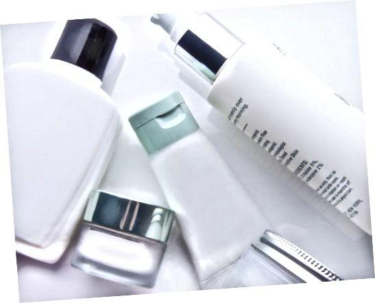 Veľa populárnych kozmetických výrobkov kúpených v obchode obsahuje parabény alebo penu.