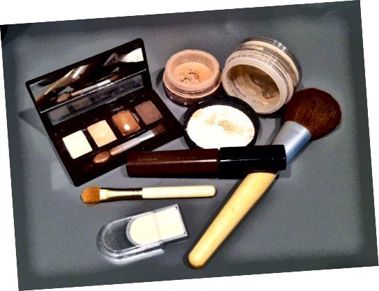 Votre maquillage peut cacher des ingrédients qui irritent votre peau.