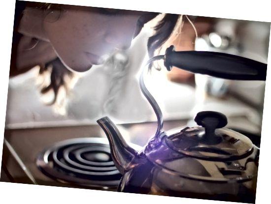قبل از استفاده از دستگاه استخراج کننده ، صورت خود را بخار کرده یا دوش بگیرید.