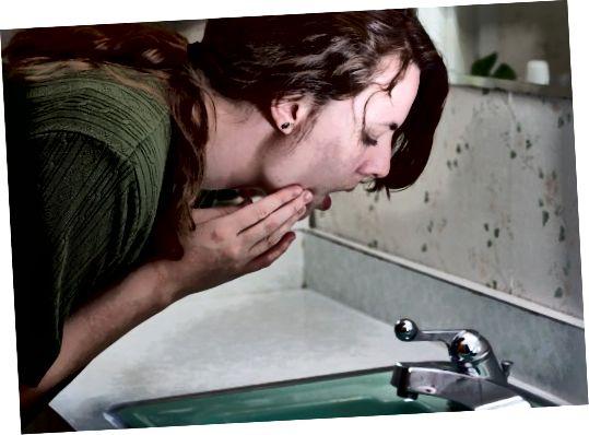 تمیز کردن منظم باعث جلوگیری از گرفتگی منافذ شما با خاک ، روغن و سلول های مرده پوست می شود.