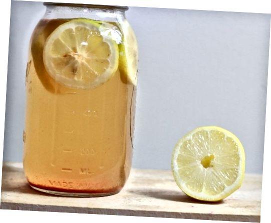 Το κιτρικό οξύ στο χυμό λεμονιού μπορεί να χρησιμοποιηθεί για να μειώσει τη σοβαρότητα των ουλών της ακμής με την πάροδο του χρόνου.