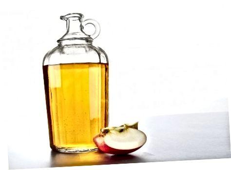 Το ξίδι μηλίτη μήλου μπορεί να βοηθήσει το δέρμα σας είτε το καταναλώνετε είτε το εφαρμόζετε τοπικά.