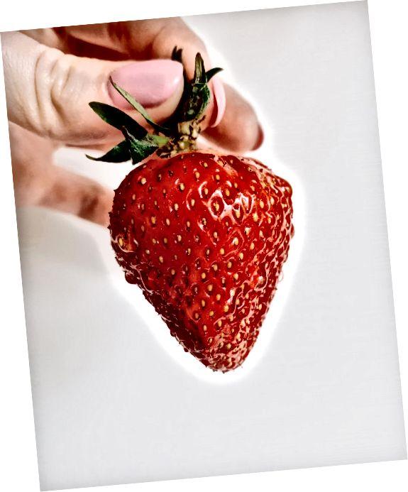 स्ट्रॉबेरी पैर को हटाने