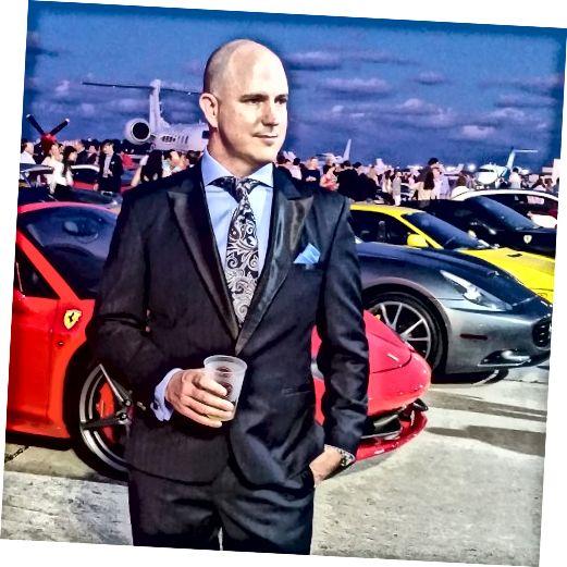 TIgorico vytvořil tento jedinečný oblek pro svého amerického přítele Johna Dougana. Tento ohromující oblek je vyroben z nejkrásnějších tmavě modrých Super 200 s hedvábnými grosgrainovými klopami. Ceny jsou oceněny na více než 10 000 $. Je zvýrazněna vázankou Meucci.