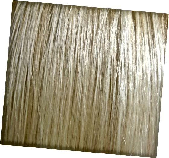स्वच्छ और कोई रसायन नहीं। बेकिंग सोडा से धोए गए बाल चमकदार होते हैं और हल्के लगते हैं।