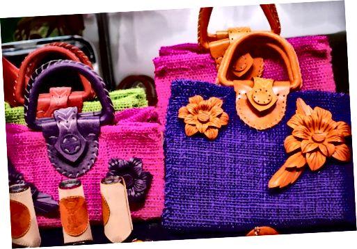 kabelky a peněženky přicházejí ve všech tvarech, velikostech a barvách. Buďte dobrodružní!