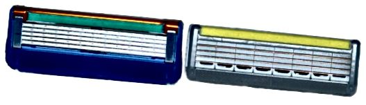 Αιχμηρός! Gillette fusion blade στα αριστερά, Wilkinson Quattro blade στα δεξιά