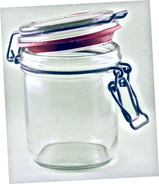 برای برداشتن خلال دندان ، ظروف بلند نیاز به انبر دارند ، در حالی که یک شیشه از این ارتفاع ایده آل است.