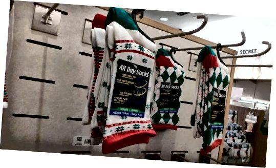 جوراب به عنوان هدایای کریسمس. نه ، آنها مرا در زمستان گرم نمی کنند. آنها به من یادآوری می کنند که شما آنها را به عنوان هدیه آخرین لحظه خریداری کرده اید.
