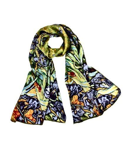 स्कार्फ कई आकारों में आते हैं और इन्हें अनूठे तरीकों से बांधा जा सकता है। अपने चेहरे के करीब एक चापलूसी रंग लाओ।