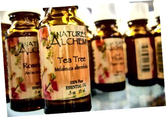 Použití oleje z čajovníku na infikované oblasti může snížit zánět.
