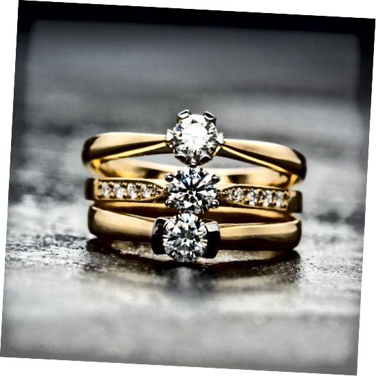 Τα κοσμήματα με πολύτιμους λίθους θα πρέπει να εκτιμηθούν από ένα κοσμηματοπωλείο.