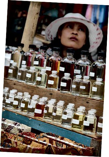 Vyberte si svůj oblíbený éterický olej a přidejte do svého balzamu na rty skvělý pach.