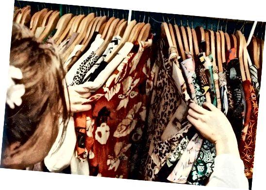 Nákup z druhé ruky znamená, že můžete svůj šatník rozšířit, aniž byste ztenčili peněženku.