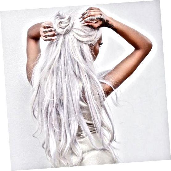 Părul alb este un aspect unic și atrăgător de ochi!