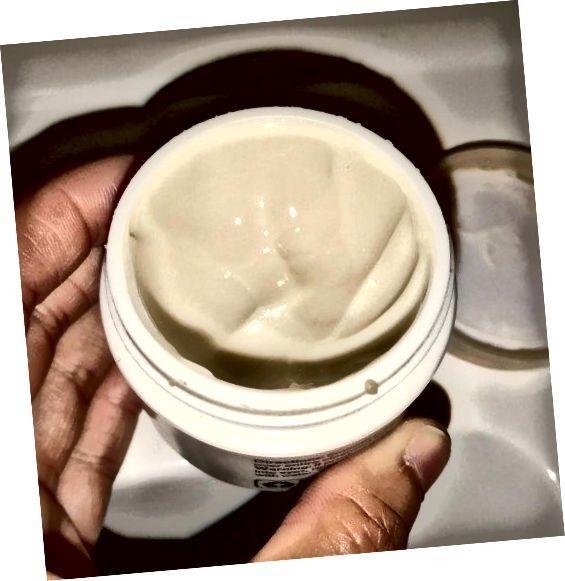 Ongekleurde, ongeparfumeerde crème.