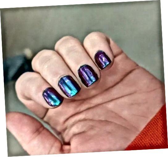 Dokončené vícebarevné nehty!