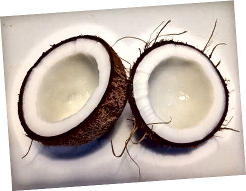 Kokosový olej môže byť silný zvlhčovač tváre.