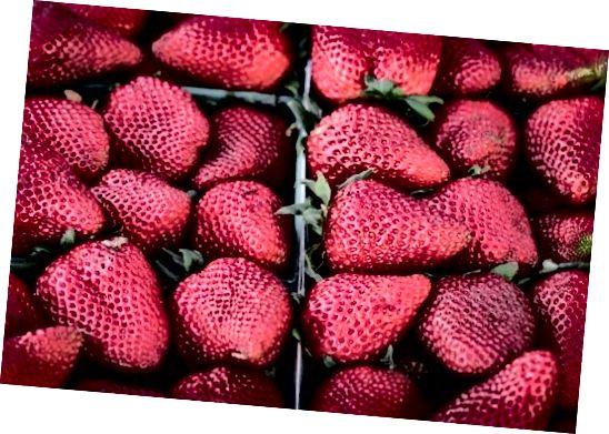 Căpșunile pot ajuta efectiv la albirea dinților.