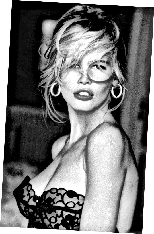 Η Supermodel Claudia Schiffer κέρδισε 12 εκατομμύρια δολάρια το 1995