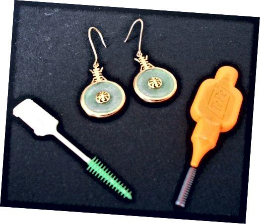 इंटरडेंटल ब्रश, विशेष रूप से नरम रबर वाले (बाएं) फ़िजीली या अन्य 'ट्विडली बिट्स' में जाने के लिए उपयोगी होते हैं!