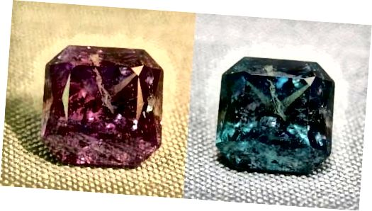 Pietre prețioase care schimbă culoarea: Smarald de zi, rubin noaptea.