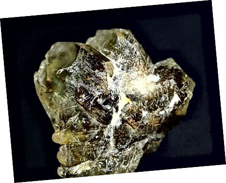 원시 상태에서도 chrysoberyl은 아름답습니다.