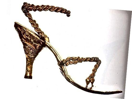 18kt सोने की सैंडल!
