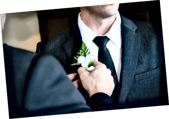 यदि आप अपने सूट को बहुमुखी बनाना चाहते हैं, तो नॉटेड लैपल्स सबसे अच्छा विकल्प हैं।