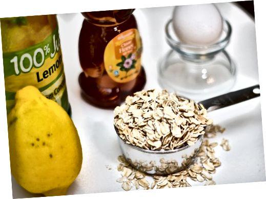Niektóre podstawowe składniki łatwej domowej maski na twarz to sok z cytryny, miód, białka jaj i owies.