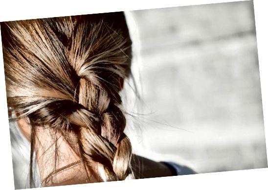 Při barvení hnědých vlasů na hnědé je důležité vzít v úvahu lehkost a odstín vašich blond vlasů.