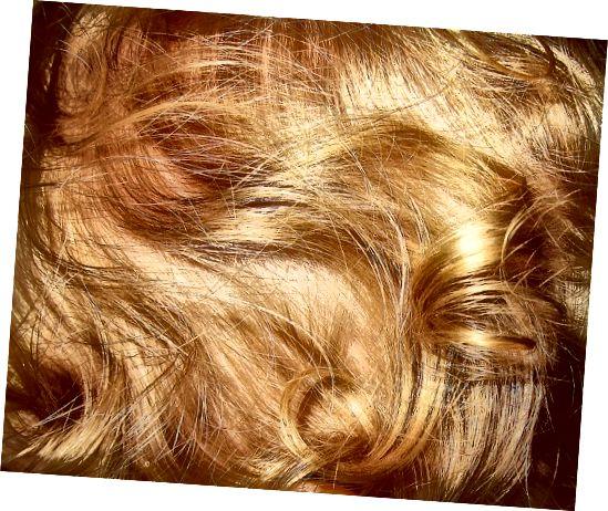 अपने बालों को मजबूत, चमकदार और स्वस्थ बनाने के लिए शिकाकाई का उपयोग करें।