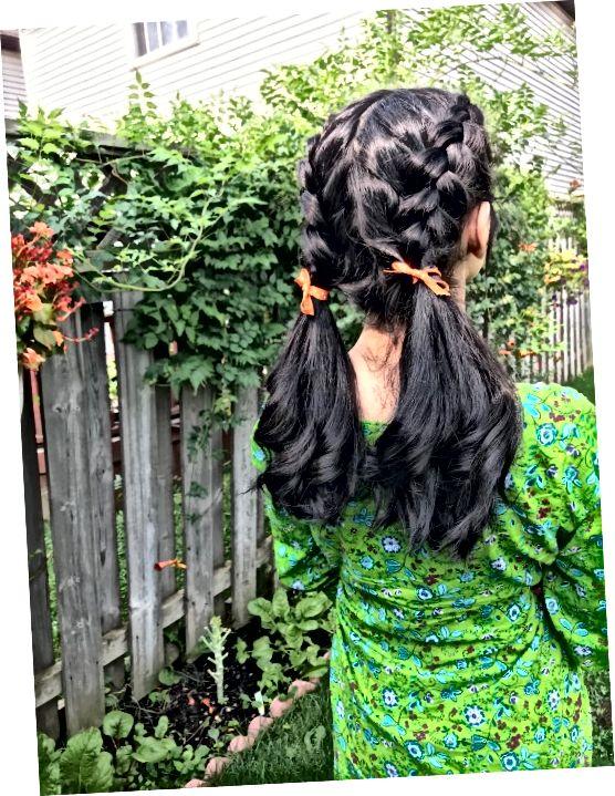 Naučite se, kako upravljati z debelimi temnimi lasmi, ne da bi obiskali salon.