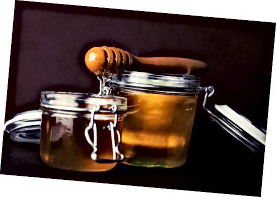 K očištění akné použijte medovou a skořicovou masku