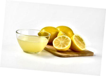 Citronová šťáva pomáhá vyschnout skvrny a jiné vady