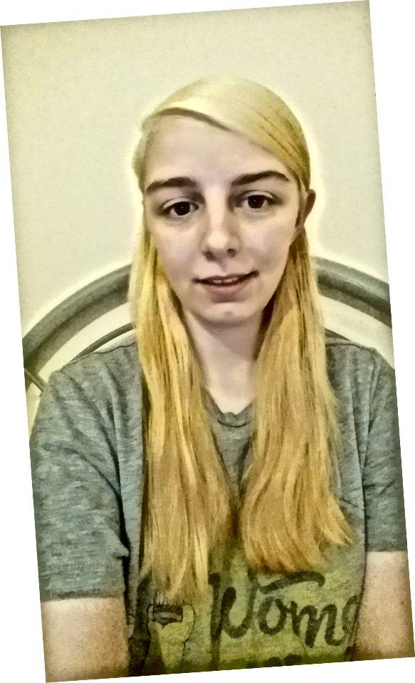 कृत्रिम प्रकाश में दूसरे प्रकाश सत्र के बाद मेरे बालों का रंग।