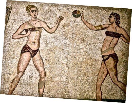 Bikini Girls Circa 4 μ.Χ. Κάποιος για Beach Volley;
