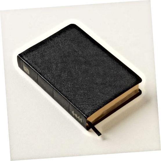 Ένα παράδειγμα από δερμάτινο δέρμα, που χρησιμοποιείται συχνά για Βίβλους, φθηνά άλμπουμ φωτογραφιών και περιοδικά.